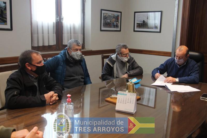 imagen 1 de la noticia NUEVO CONVENIO FIRMADO CONVECINOS DE CLAROMECO PARA PAVIMENTAR CALLESpublicada el 2021-09-10