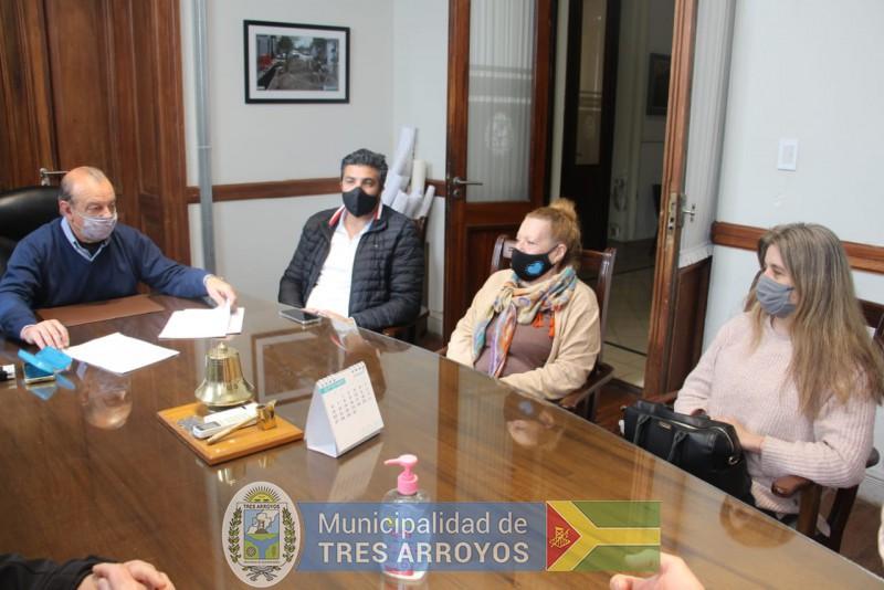 imagen 2 de la noticia NUEVO CONVENIO FIRMADO CONVECINOS DE CLAROMECO PARA PAVIMENTAR CALLESpublicada el 2021-09-10