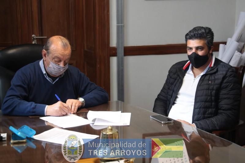 imagen 3 de la noticia NUEVO CONVENIO FIRMADO CONVECINOS DE CLAROMECO PARA PAVIMENTAR CALLESpublicada el 2021-09-10