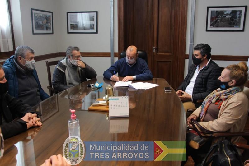 imagen 5 de la noticia NUEVO CONVENIO FIRMADO CONVECINOS DE CLAROMECO PARA PAVIMENTAR CALLESpublicada el 2021-09-10