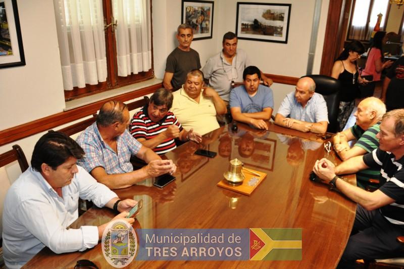 imagen 1 de la noticia EJECUTIVO Y SINDICATO DE TRABAJADORES MUNICIPALES FIRMARON CONVENIO COLECTIVO DE TRABAJOpublicada el 2017-12-28