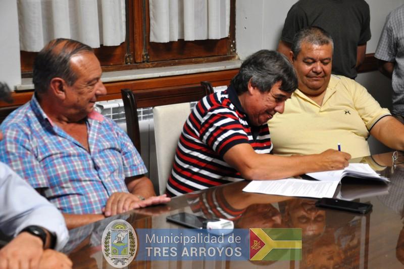 imagen 3 de la noticia EJECUTIVO Y SINDICATO DE TRABAJADORES MUNICIPALES FIRMARON CONVENIO COLECTIVO DE TRABAJOpublicada el 2017-12-28