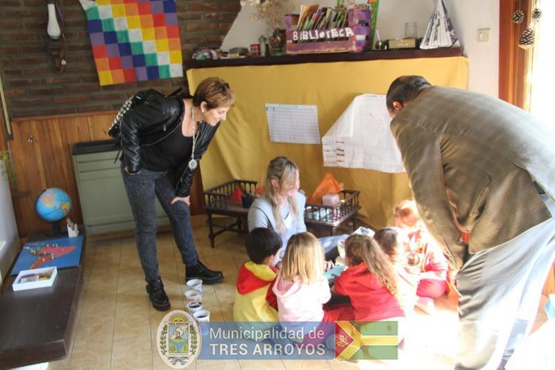 imagen 1 de la noticia Sánchez visitó el Jardín Montessoripublicada el 2018-10-09