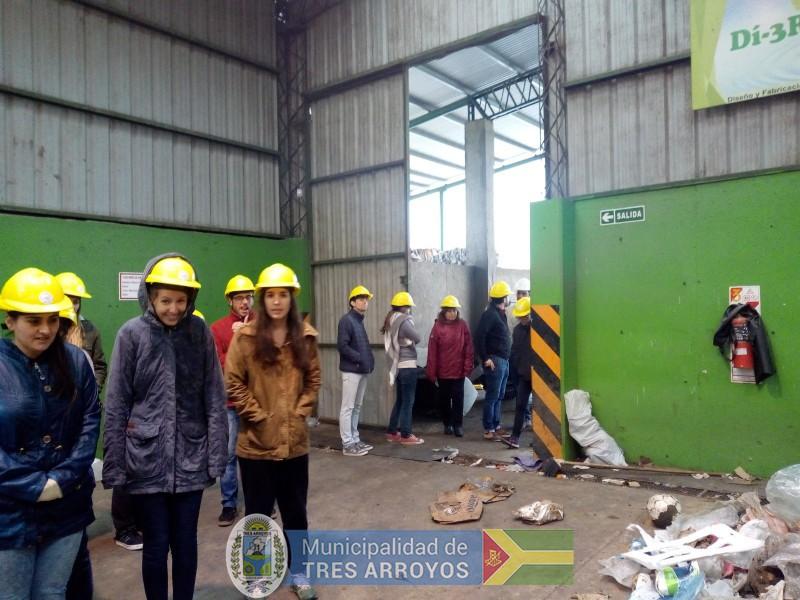 imagen 2 de la noticia UNICEN en la Planta Recicladorapublicada el 2018-10-10