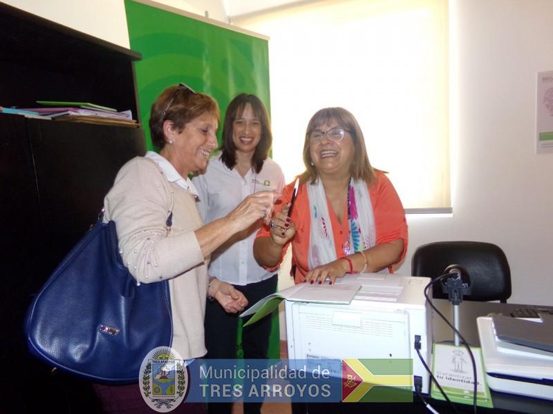 imagen 1 de la noticia Autoridades del Registro Provincial de las Personas Recorrieron el Centro de Salud publicada 2018-11-07