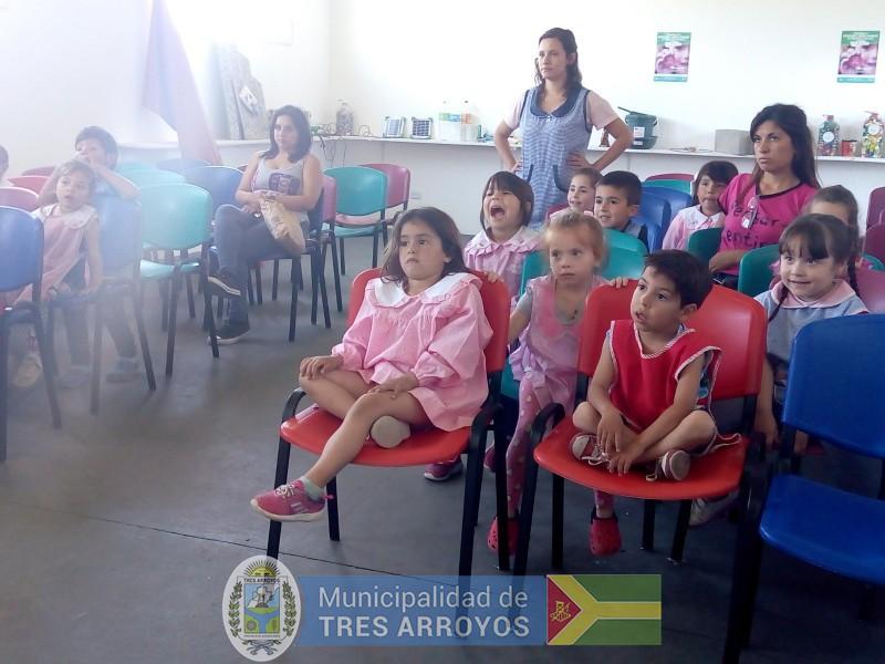 imagen 3 de la noticia Los chicos del Jardín Nº 908 visitaron el Aula Interactiva y la Planta de Reciclado publicada el 2018-11-30