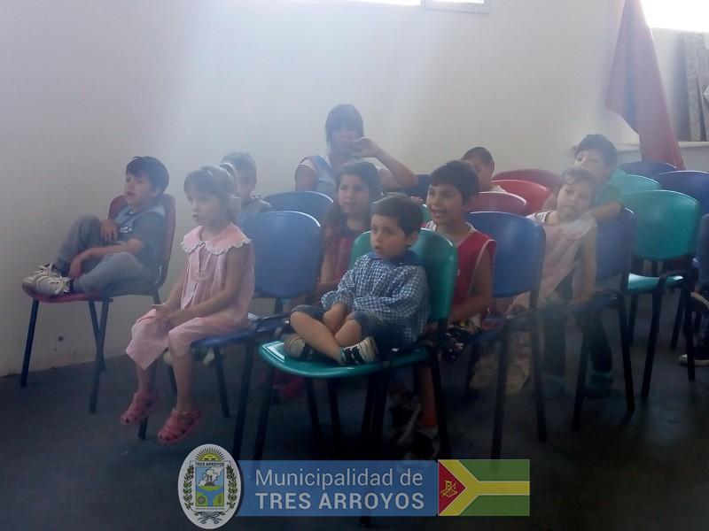 imagen 4 de la noticia Los chicos del Jardín Nº 908 visitaron el Aula Interactiva y la Planta de Reciclado publicada el 2018-11-30