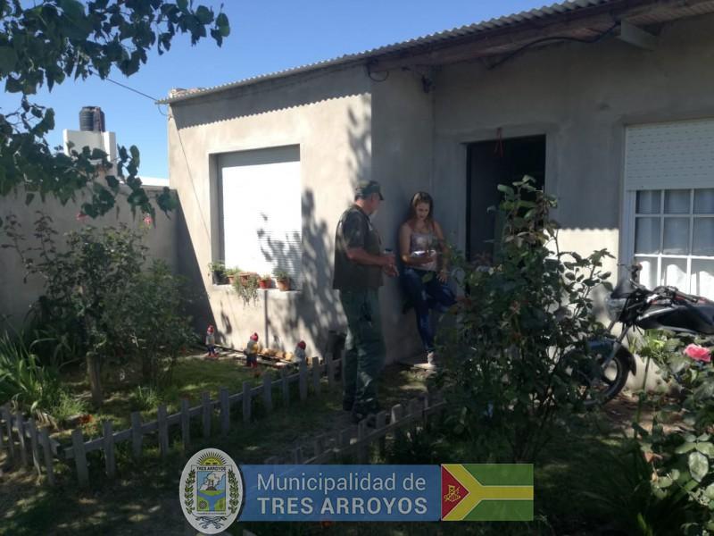 imagen 1 de la noticia LA DIRECTORA DE BROMATOLOGÍA Y EL  GUARDAFAUNA MUNICIPAL REALIZARON VISITA A VECINOS publicada el 2019-02-01