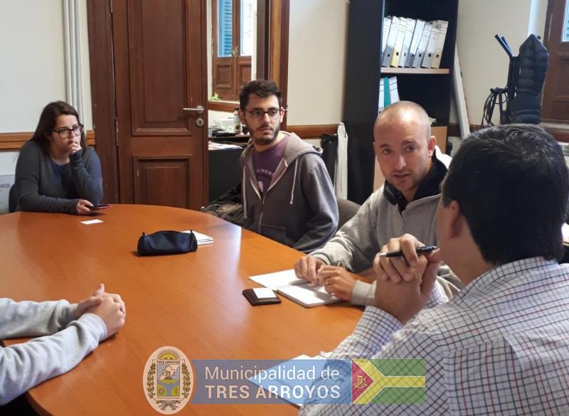 imagen 1 de la noticia Proyecto para el cultivo de hongos: Visita de jovenes estudiantes para importante iniciativapublicada el 2019-03-01