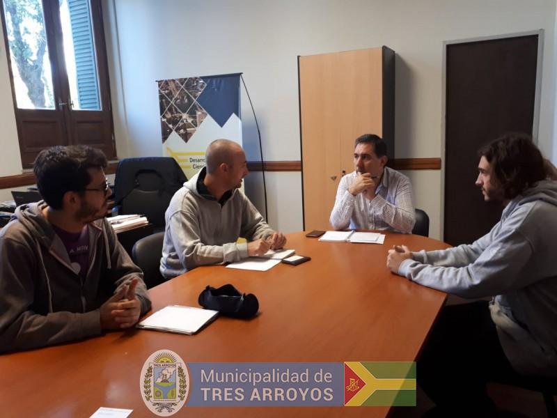 imagen 2 de la noticia Proyecto para el cultivo de hongos: Visita de jovenes estudiantes para importante iniciativapublicada el 2019-03-01