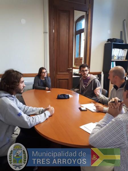 imagen 3 de la noticia Proyecto para el cultivo de hongos: Visita de jovenes estudiantes para importante iniciativapublicada el 2019-03-01
