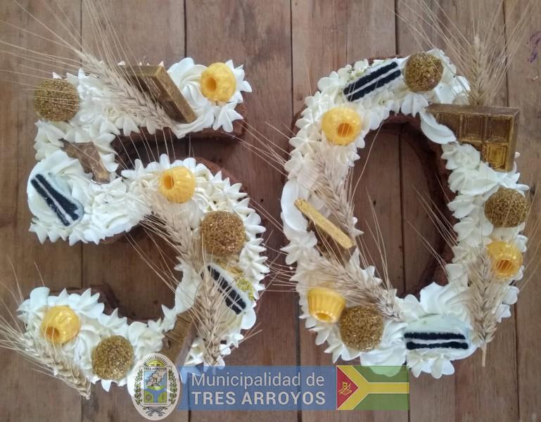 imagen 1 de la noticia La torta de los 50 años de la Fiesta Provincial del Trigopublicada el 2019-03-04