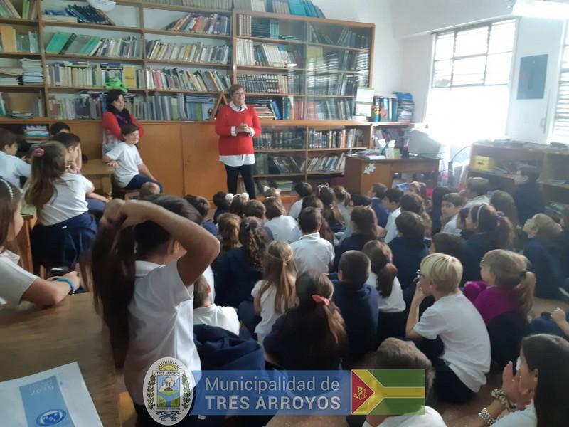 imagen 1 de la noticia El Mulazzi va a la Escuela. Historia de la bandera de Tres Arroyos en el Colegio Ntra. Sra. De Lujanpublicada el 2019-04-12
