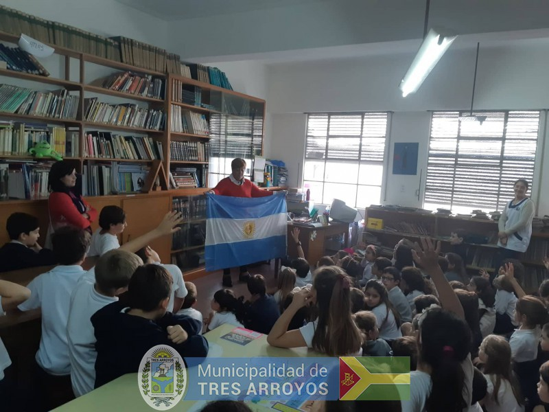 imagen 4 de la noticia El Mulazzi va a la Escuela. Historia de la bandera de Tres Arroyos en el Colegio Ntra. Sra. De Lujanpublicada el 2019-04-12