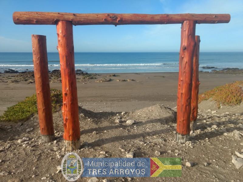 imagen 1 de la noticia Se continua el trabajo para dotar de servicios acccesibles a las playas del distritopublicada el 2019-08-12
