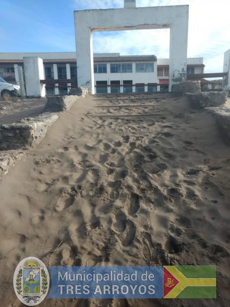 imagen 2 de la noticia Se continua el trabajo para dotar de servicios acccesibles a las playas del distritopublicada el 2019-08-12