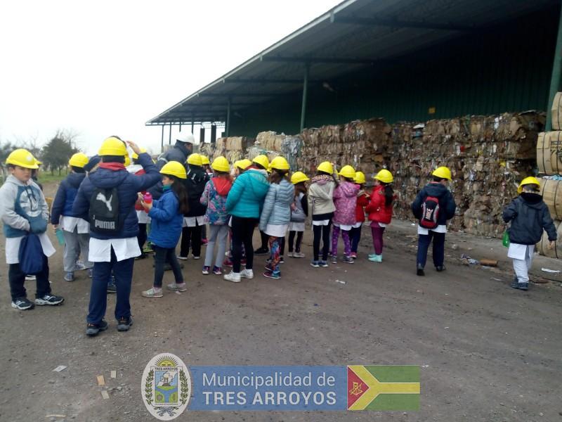 imagen 2 de la noticia 86 alumnos se concientizaron en la Planta de Recicladopublicada el 2019-09-10
