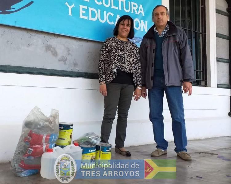 imagen 1 de la noticia Dirección de cultura: entrega de pintura para trabajos en monumento a Volponipublicada el 2019-09-18