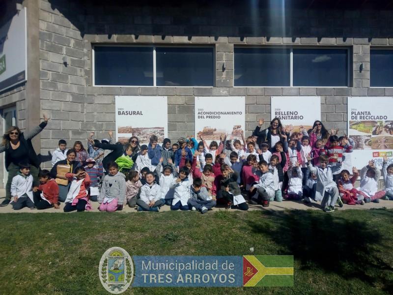imagen 1 de la noticia Alumnos de la EP Nº 15 visitaron la planta de separación de residuospublicada el 2019-10-09