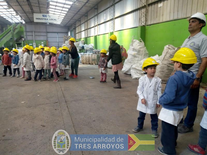 imagen 4 de la noticia Alumnos de la EP Nº 15 visitaron la planta de separación de residuospublicada el 2019-10-09