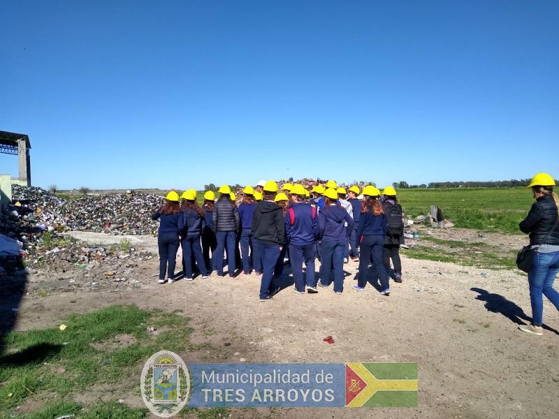 imagen 4 de la noticia Alumnos del Colegio Holandes visitaron la Planta de Separación de Residuospublicada el 2019-11-06
