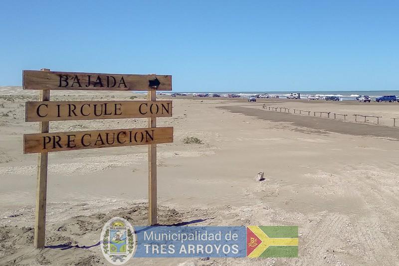 imagen 1 de la noticia LA DIRECCION DE TURISMO INSTALA CARTELERIA EN LOS BALNEARIOSpublicada el 2021-01-13