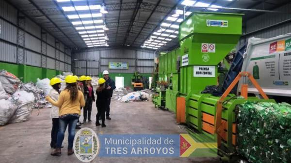imagen 1 de la noticia Visita del Instituto de Formación Docente nº 33 a la Planta de Reciclado y Aula Interactivapublicada el 2017-11-10