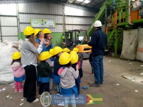 imagen 1 de la noticia Visita en la Planta Recicladorapublicada el 2018-04-17