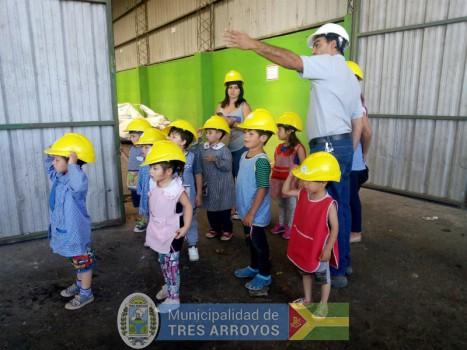 imagen 1 de la noticia Los chicos del Jardín Nº 908 visitaron el Aula Interactiva y la Planta de Reciclado publicada el 2018-11-30