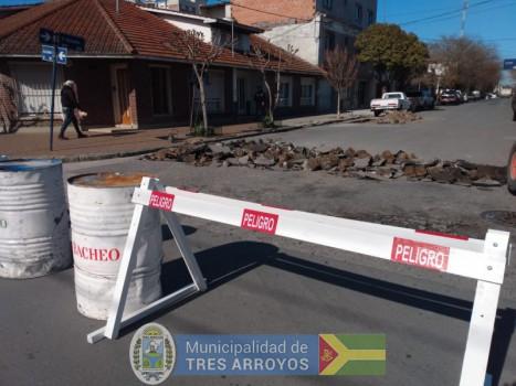 imagen 1 de la noticia Personal de bacheo continua con los trabajos en calle Gomila publicada el 2019-09-13
