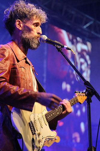 Jueves de Rock: Billy Wilson haciendo su tributo a Soda Stéreo.