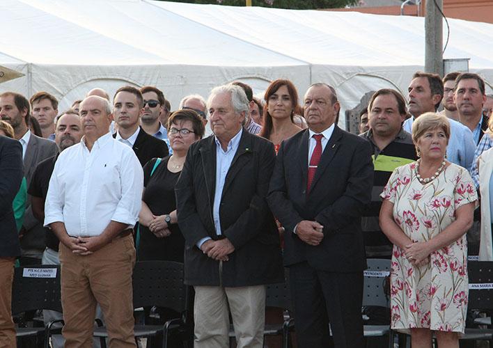Acto Inaugural: El Intendente Carlos Sánchez, y el Jefe de Gabinete Hugo Fernández acompañados del Jefe de Gabinete del Ministerio de Agroindustria de la Pcia. de Buenos Aires, Jorge Shrodek.
