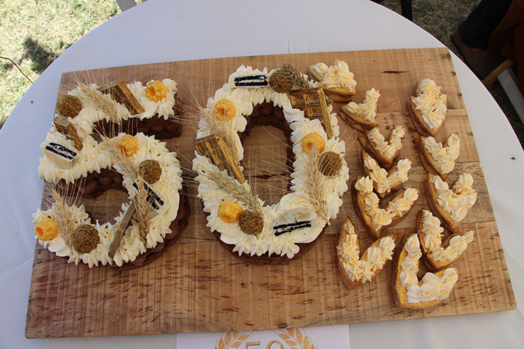 La torta de los 50 años fue elaborada y obsequiada por la chef María Lilia Prieto.