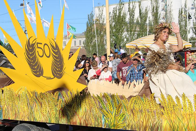 Las Carrozas alegóricas se lucieron en la 50° Fiesta Provincial del Trigo.