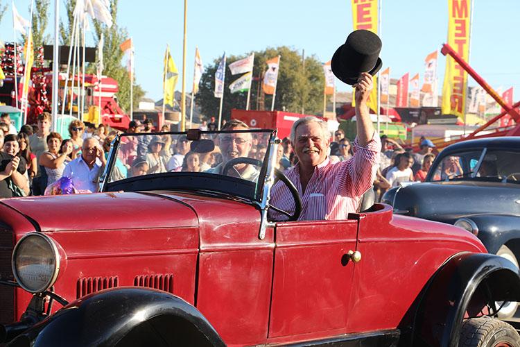 El director del ente vial y el secretario de seguridad también fueron parte del desfile.